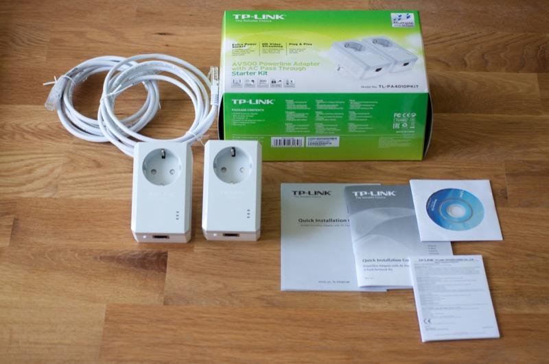 Inhalt des TP-Link AV500 Powerline Adapter Sets: Auch Kabel sind mit dabei